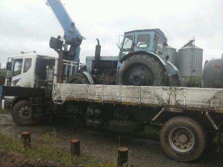 эвакуация трактора манипулятором